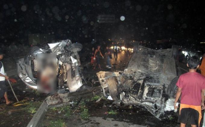 Kecelakaan Maut Dul Anak Ahmad Dhani di Tol Jagorawi | Fivevi Viena