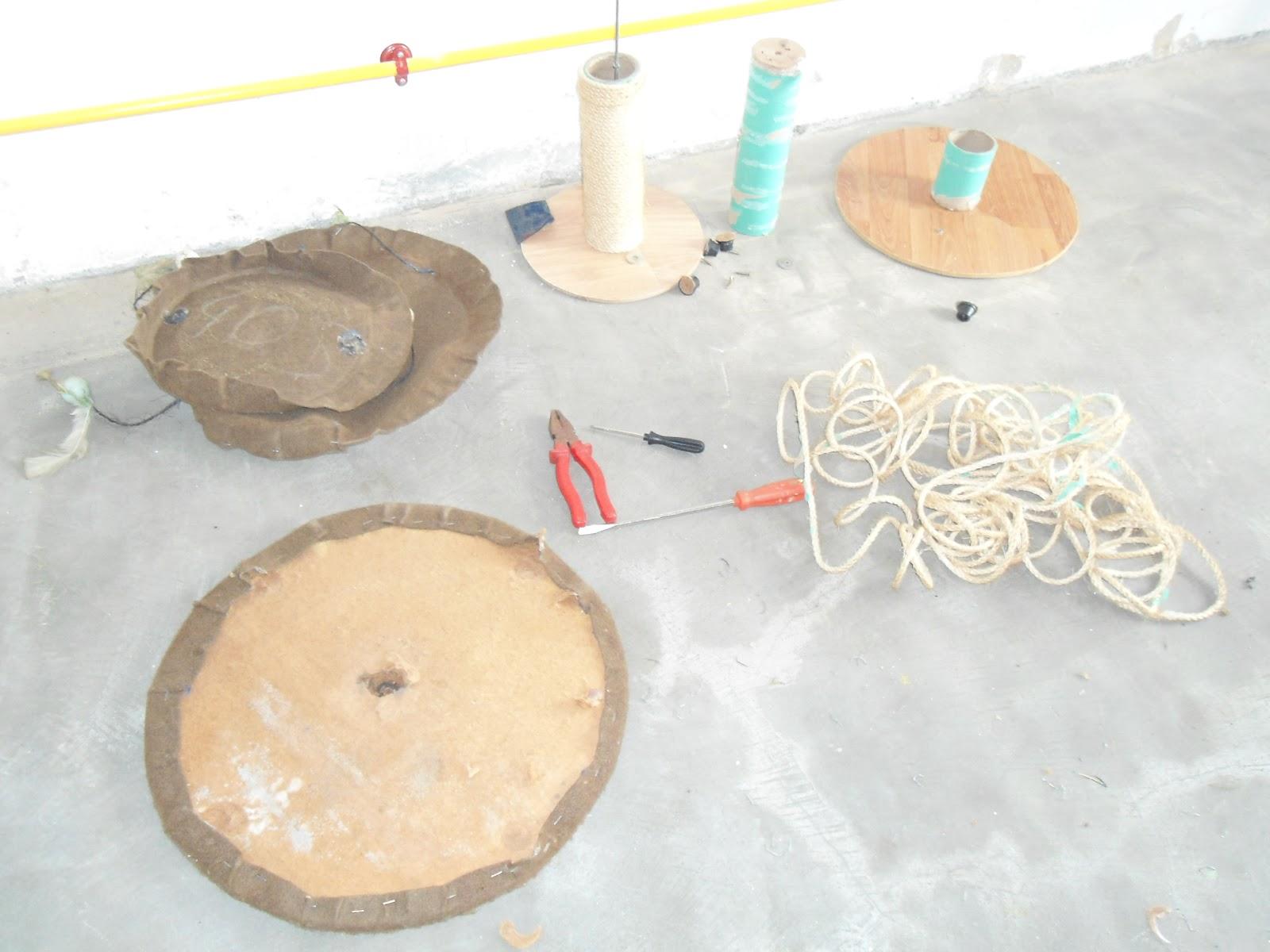 Vida Cacarecos e Reciclagens: SALVANDO UM ARRANHADOR DE GATOS  #B32218 1600x1200 Banheiro De Gato Como Fazer