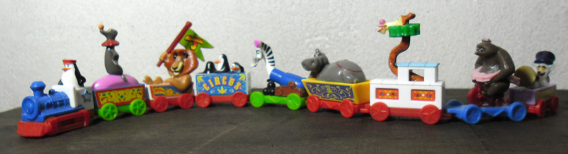 http://juguetesdelcoleccionista.blogspot.com.ar/2012/09/madagascar-3-kinder-2012.html