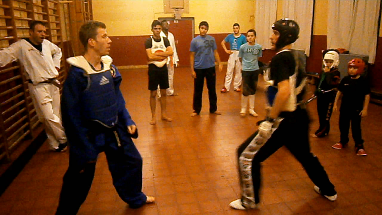 Taekwondo performance d cembre 2012 - Coup de poing dans le dos ...