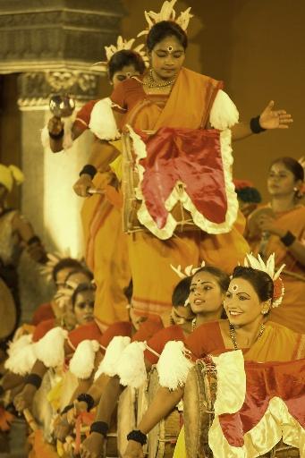 Dollu Kunitha