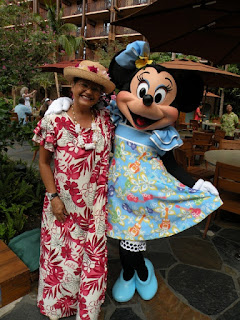 Aunty & Minnie in Hawaii. Photograph by Janie Robinson, Travel Writer