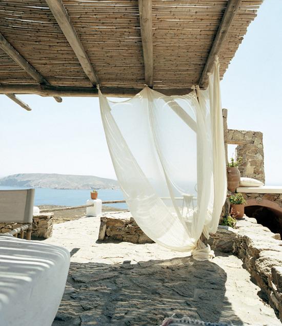 Un petit bout de paradis...un havre de bleu et de blanc au bord de la mer Eg�e