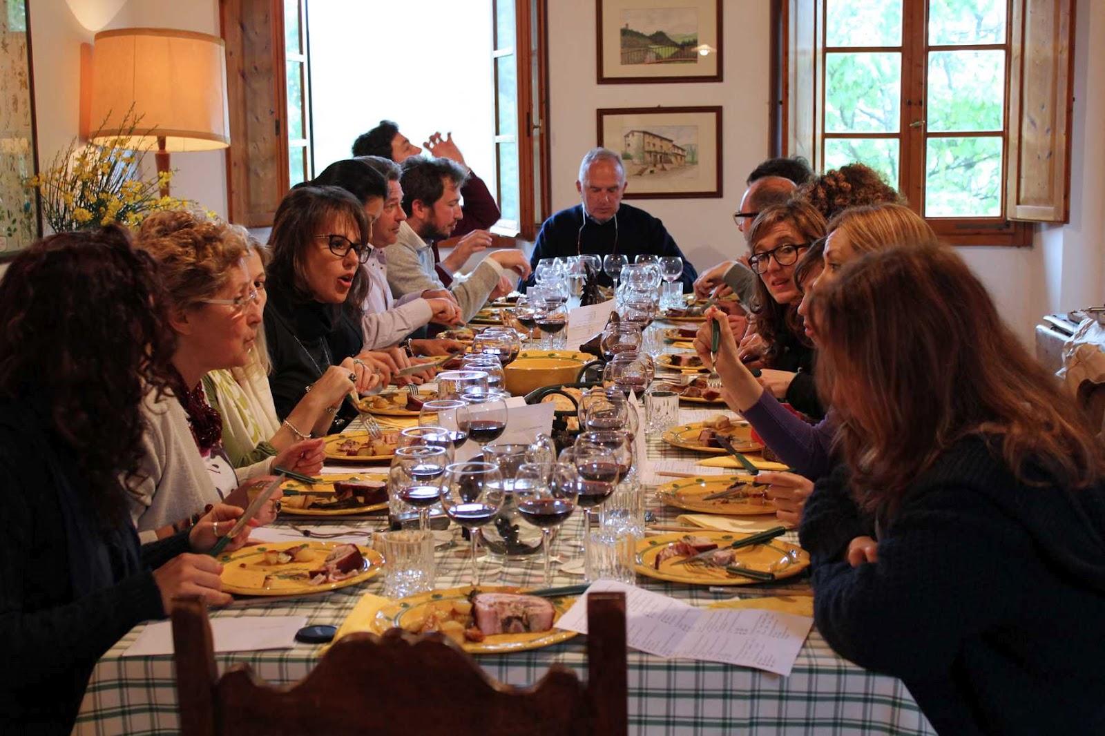 Le baccanti corporate team building tra amici divertimento a squadre - A tavola con amici ...