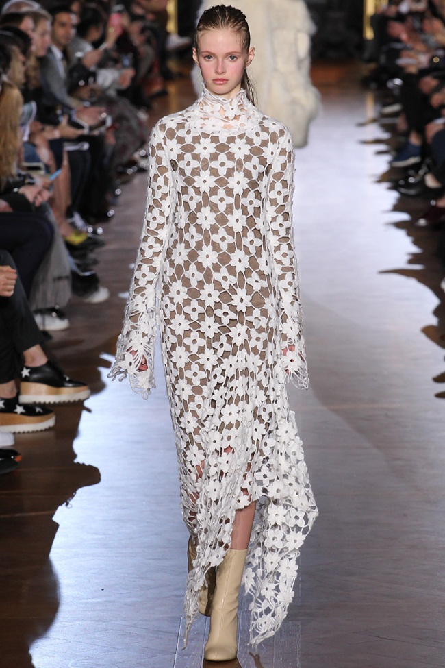 Stella McCartney 2015 AW White Marguerite Daisy Flowers Lace Dress on Runway