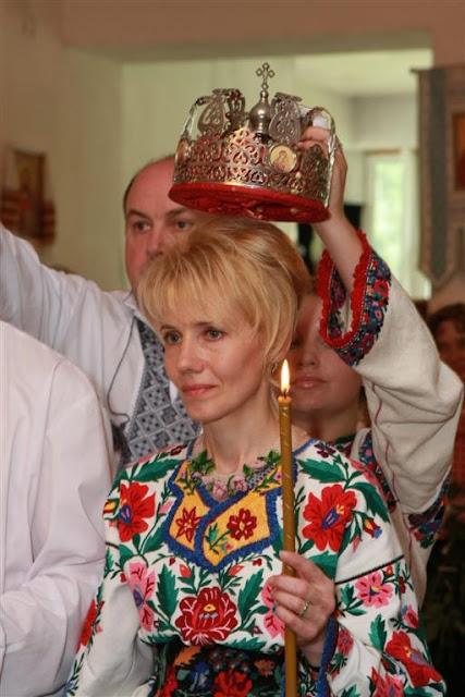 Вінчання в українській церкві, коронування