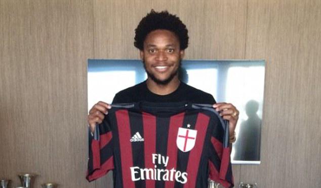 Luiz Adriano Tak Takut dengan Kutukan Nomor Sembilan di Milan