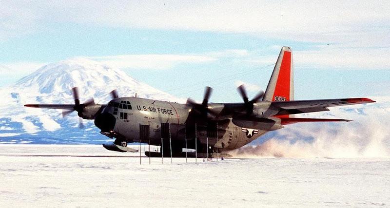 Lockheed C-130 Hercules-Airborne Troops