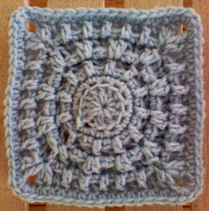 http://translate.googleusercontent.com/translate_c?depth=1&hl=es&prev=/search%3Fq%3Dhttp://www.knotyournanascrochet.com/p/free-patterns.html%26safe%3Doff%26biw%3D1429%26bih%3D984&rurl=translate.google.es&sl=en&u=http://myblueangels.blogspot.com.es/2011/01/ring-around-new-year-6-square.html&usg=ALkJrhg7AD5OlAMA_P70Tx3m_CmoKsdcHw