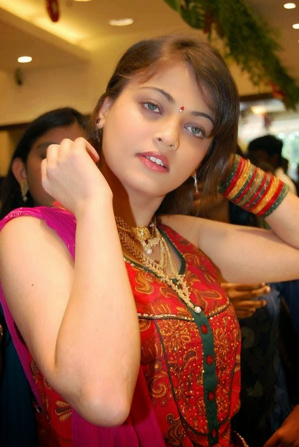Sneha Ullal hot HD Wallpapers Free Download