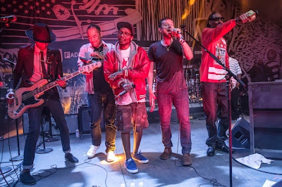 Damon Albarn toca junto a Snoop Dogg, Del The Funky Homosapien y Dan The Automator