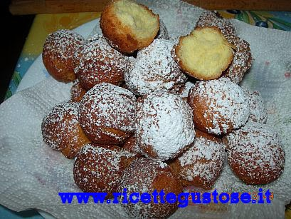http://www.ricettegustose.it/Dolci_fritti_html/Castagnole_al_rum.html