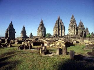 objek wisata candi prambanan indonesia