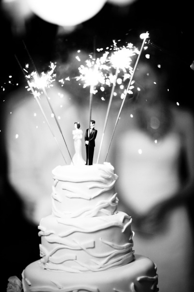 Wedding Sparklers Ideas and Inspiration - Wedding Cake Topper