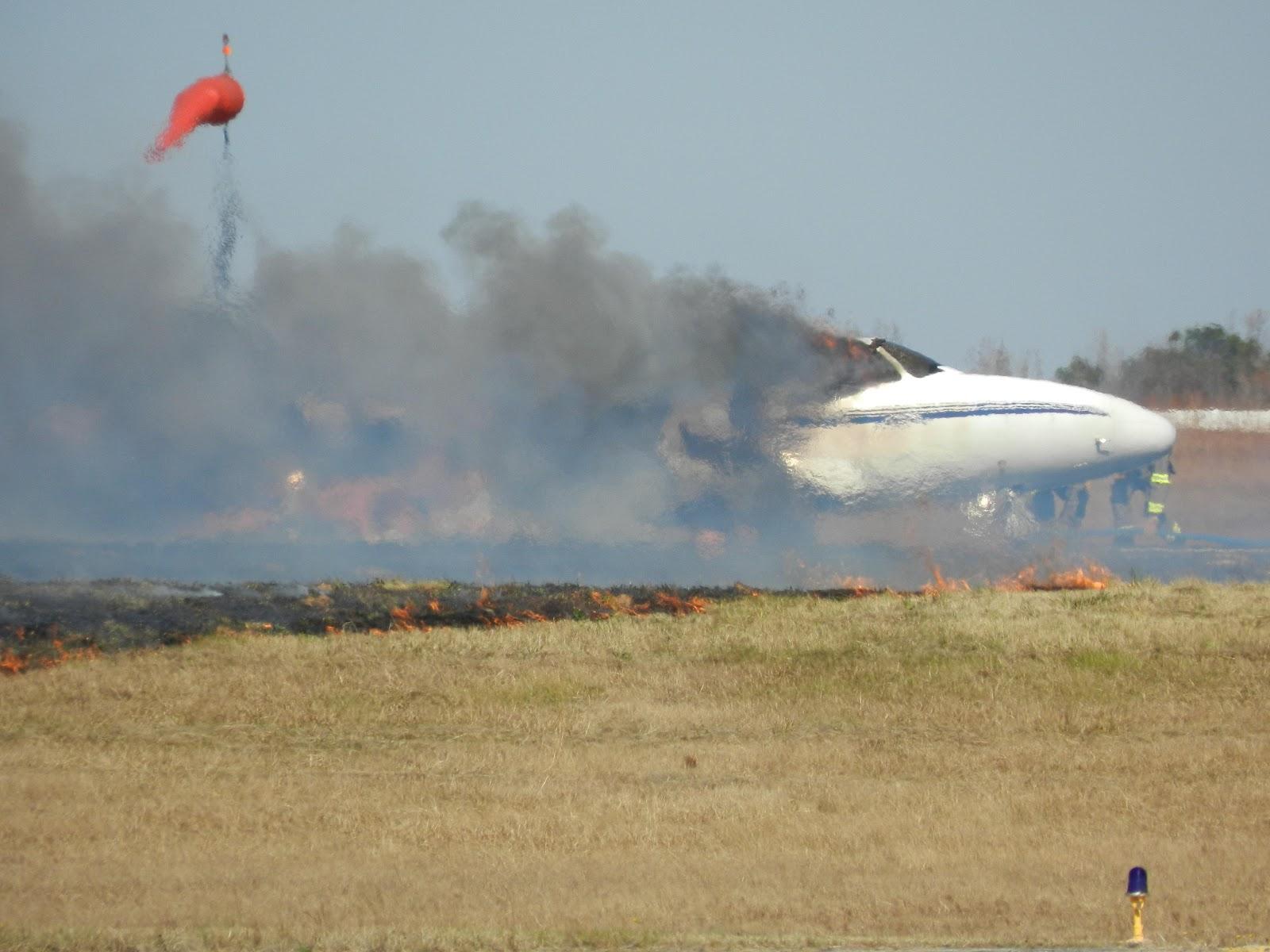 http://2.bp.blogspot.com/-1sHbUbvqdiQ/UKjm894lSZI/AAAAAAAAcsc/0S7XgJaZQ5o/s1600/greenwood-plane-crash-photos-taken-alfred-langley.jpg