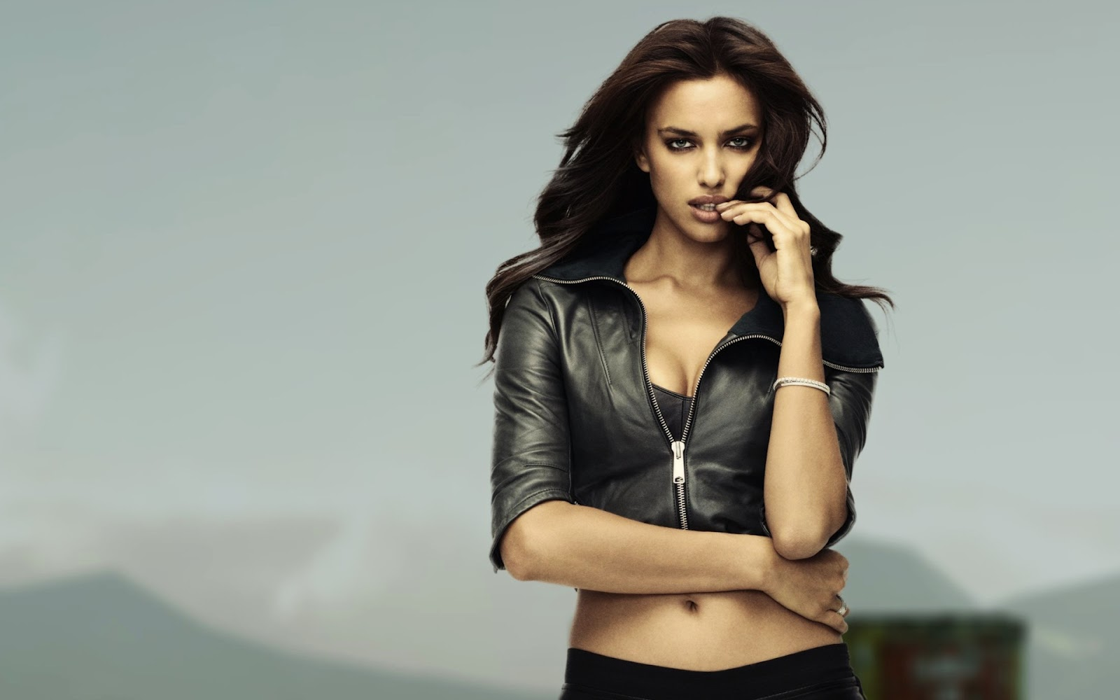 http://2.bp.blogspot.com/-1sMAW5pShk8/T38c2Gllm_I/AAAAAAAABHQ/TkuLQmUzrc8/s1600/irina_shayk_for_nfs_the_run-wide.jpg
