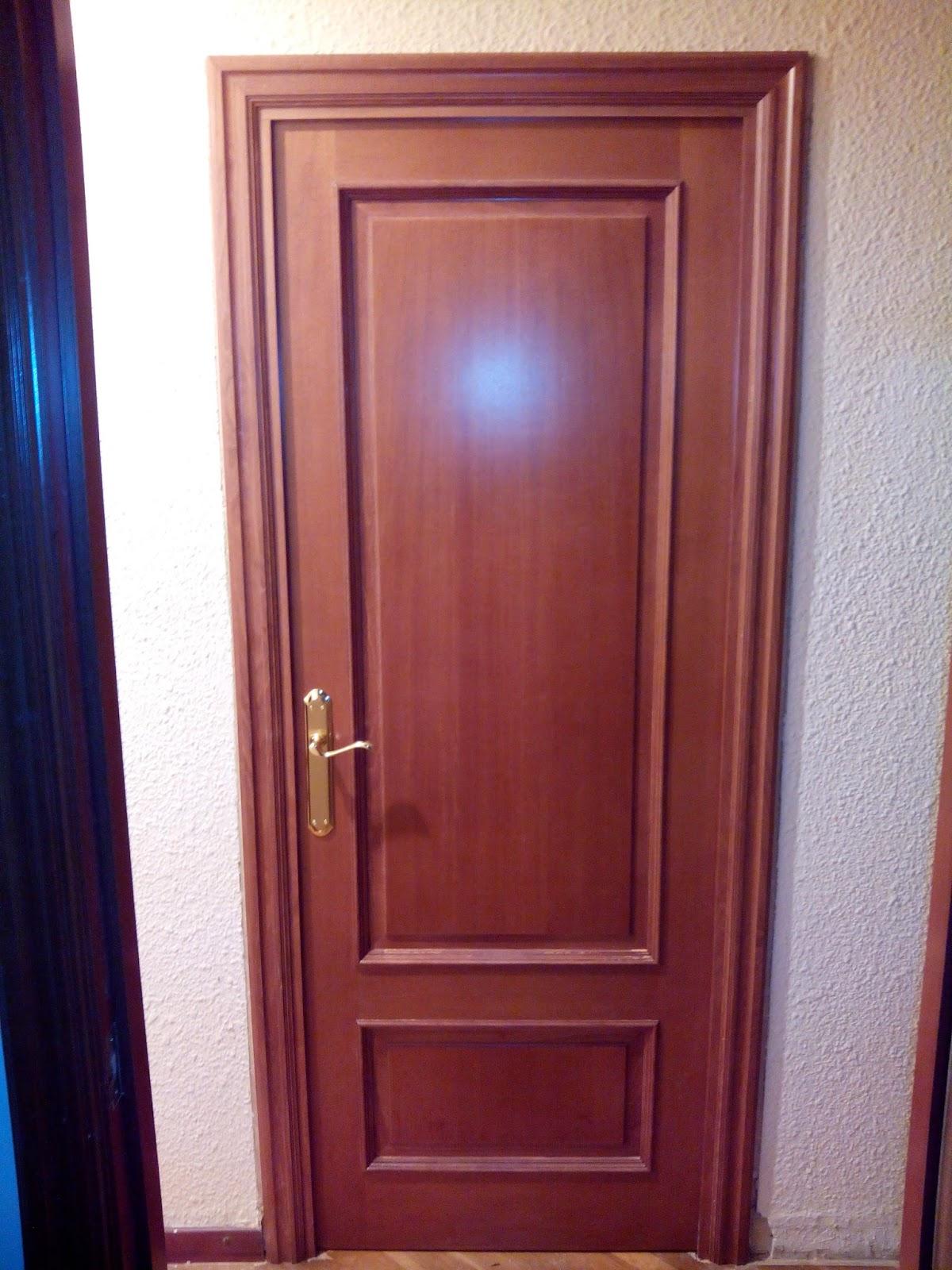 puertas de madera barnizadas en color nogal muebles