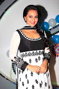Cute Sonakshi Sinha busy promoting Son of Sardar