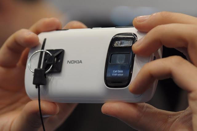Nokia 808 Pureview, impresionantes 41 megapixeles, 2012