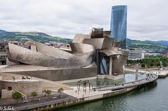 Museo Guggenheim desde el puente de La Salve