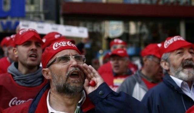 Trabajadores de Coca Cola convocan protestas en plena campaña electoral española