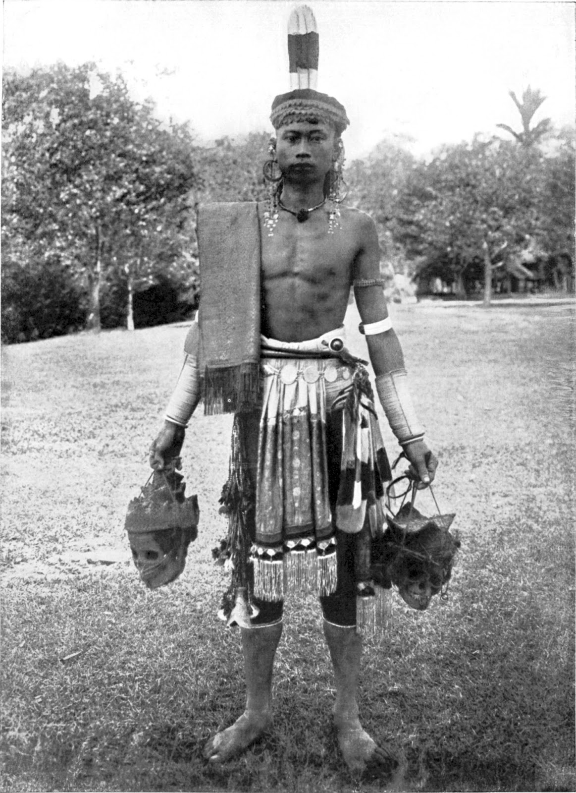 bizarre head hunting and naga tribes of navrang a dayak headhunter borneo en wipedia org