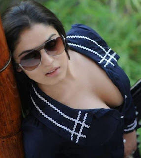 Lucky Sharma Hot Photo showing cleavage