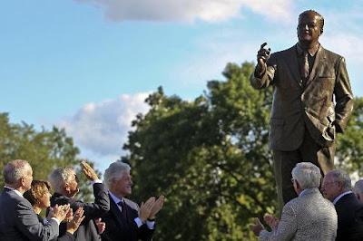 Bronze statue of Hubert Humphrey with hand raised