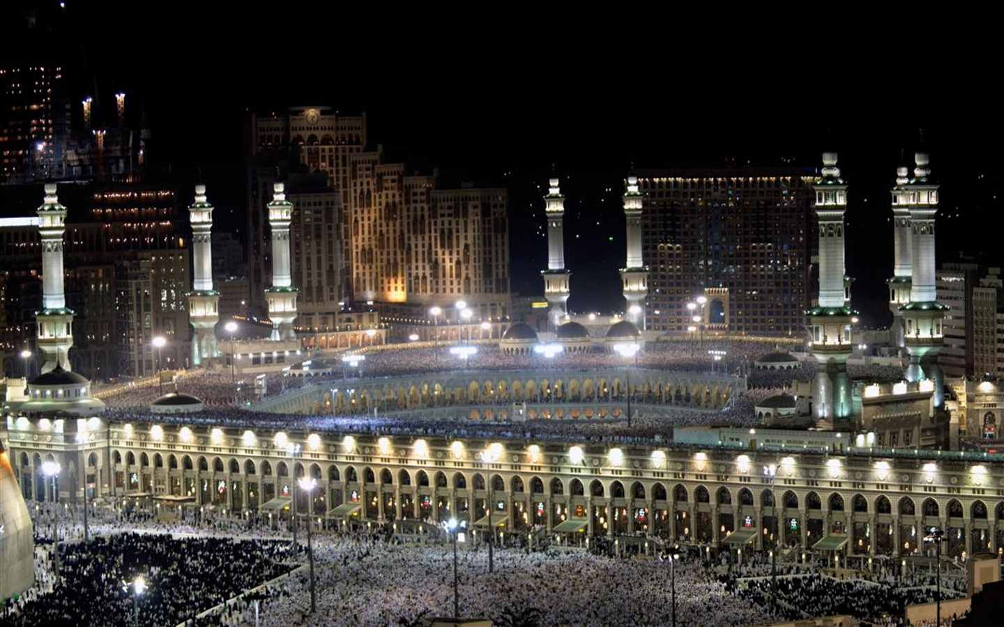 Khana Kaba Live http://quranwallpapers.blogspot.com/2012/07/khana-kaaba-at-night-pictures.html