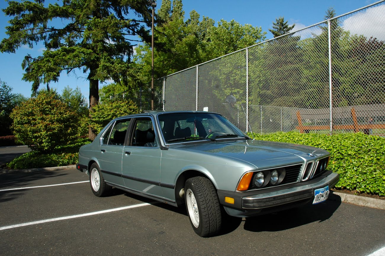 OLD PARKED CARS.: 1980 BMW 733i.