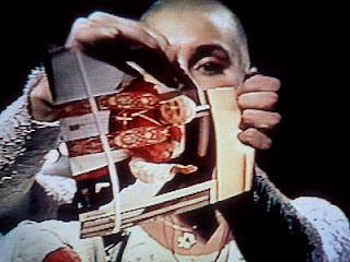 Sinead O'Connor targa zdjęcie Jana Pawała II