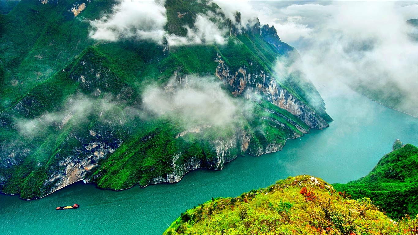 Three Gorges, Yangtze River, China (© View Stock/Getty Images) 144
