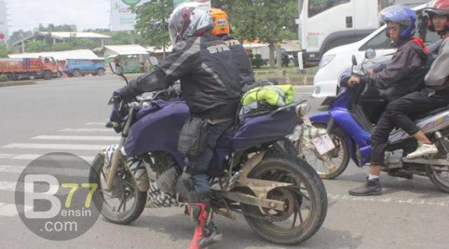 penampakan sosok misterius motor terbaru TVS apache 200