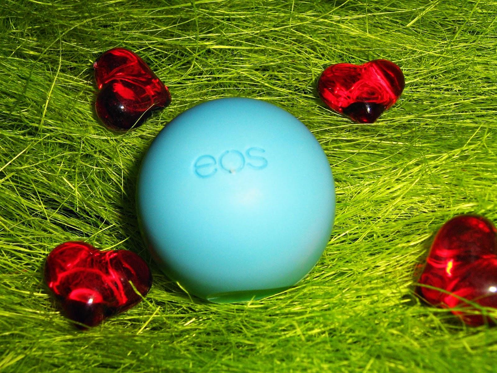 EOS Balsam do ust blueberry acai - znane, jagodowe jajko.