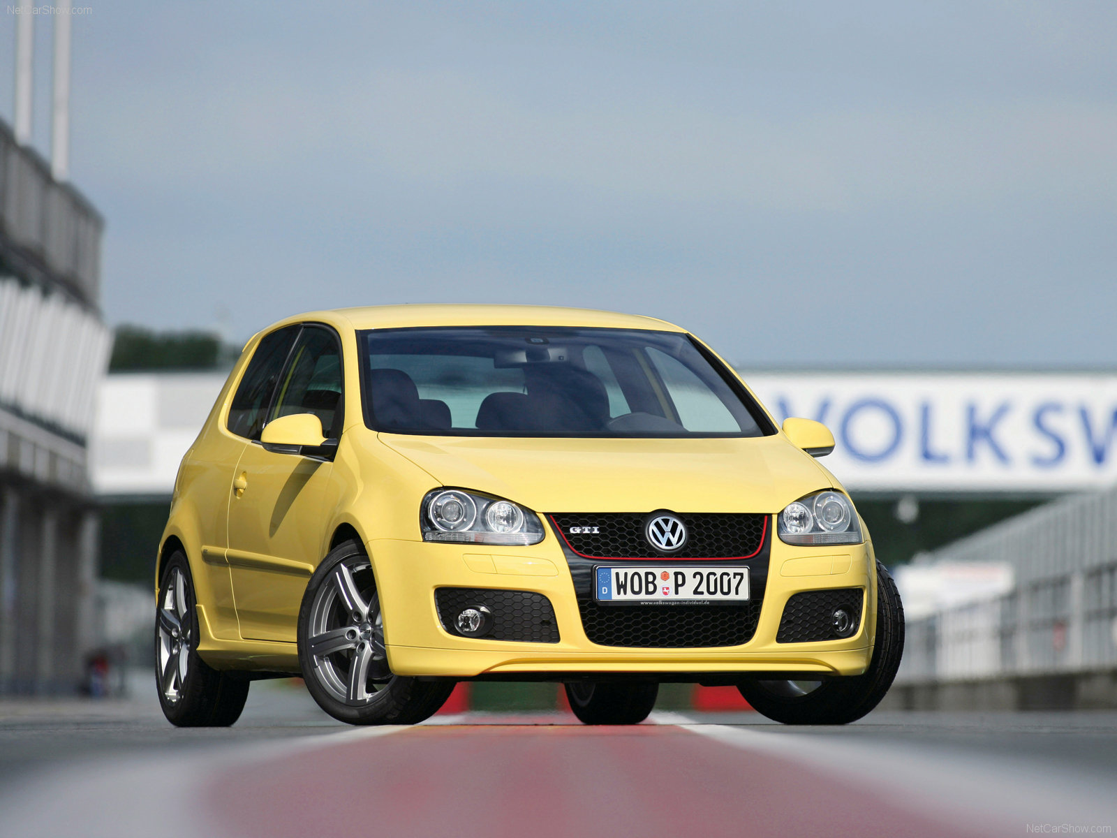 http://2.bp.blogspot.com/-1tvtyPJPZRA/Tt0zFiErWgI/AAAAAAAAAok/6cZZ_xAVsVY/s1600/Volkswagen-Golf_GTI_Pirelli_2007_1600x1200_wallpaper_01.jpg