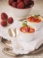 Crema catalana con fresas salteadas a la pimienta rosa