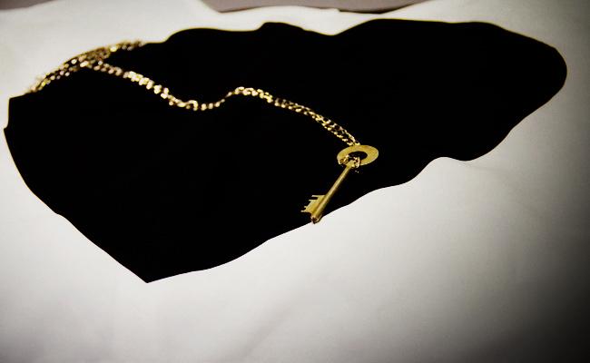 I Found Gallery, Vintage skeleton key necklace, Vintage key, H&M shirt