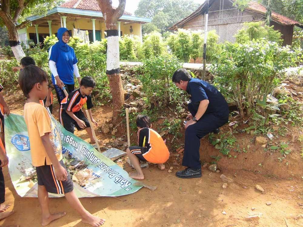 Kerja Bakti Lingkungan Sekolah