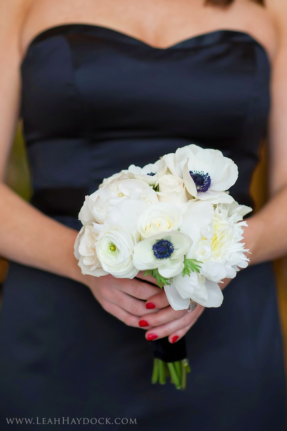 les fleurs : leah haydock photography : boston harbor hotel : winter wedding : white peony & black center anemone