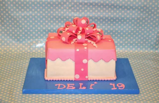 cake Gift Box tarta con forma de caja de regalo de fondant con lazo multiple cumpleaños chica rosa