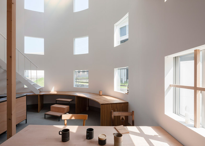 House in hikone by tato architects arc art blog by daniele drigo - Altezza finestre ...