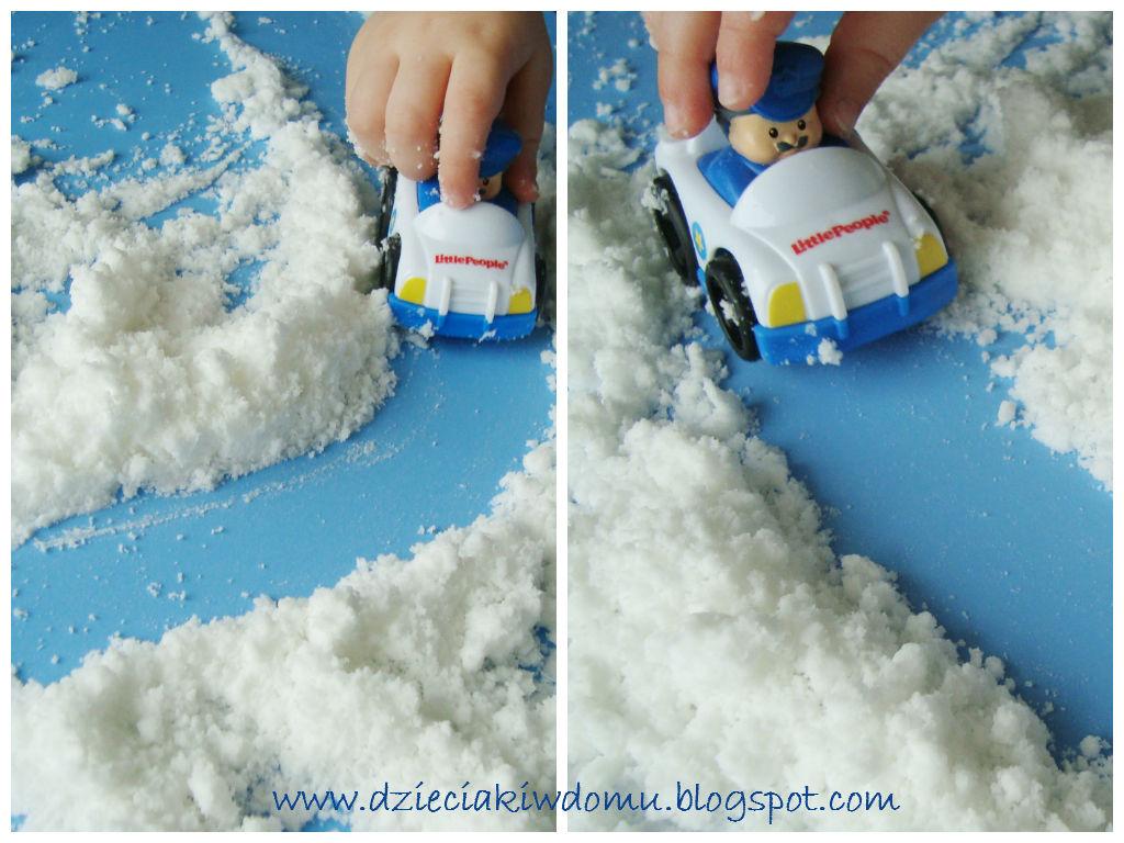jak zrobić śnieg w domu, zimowe zabawy dla dzieci