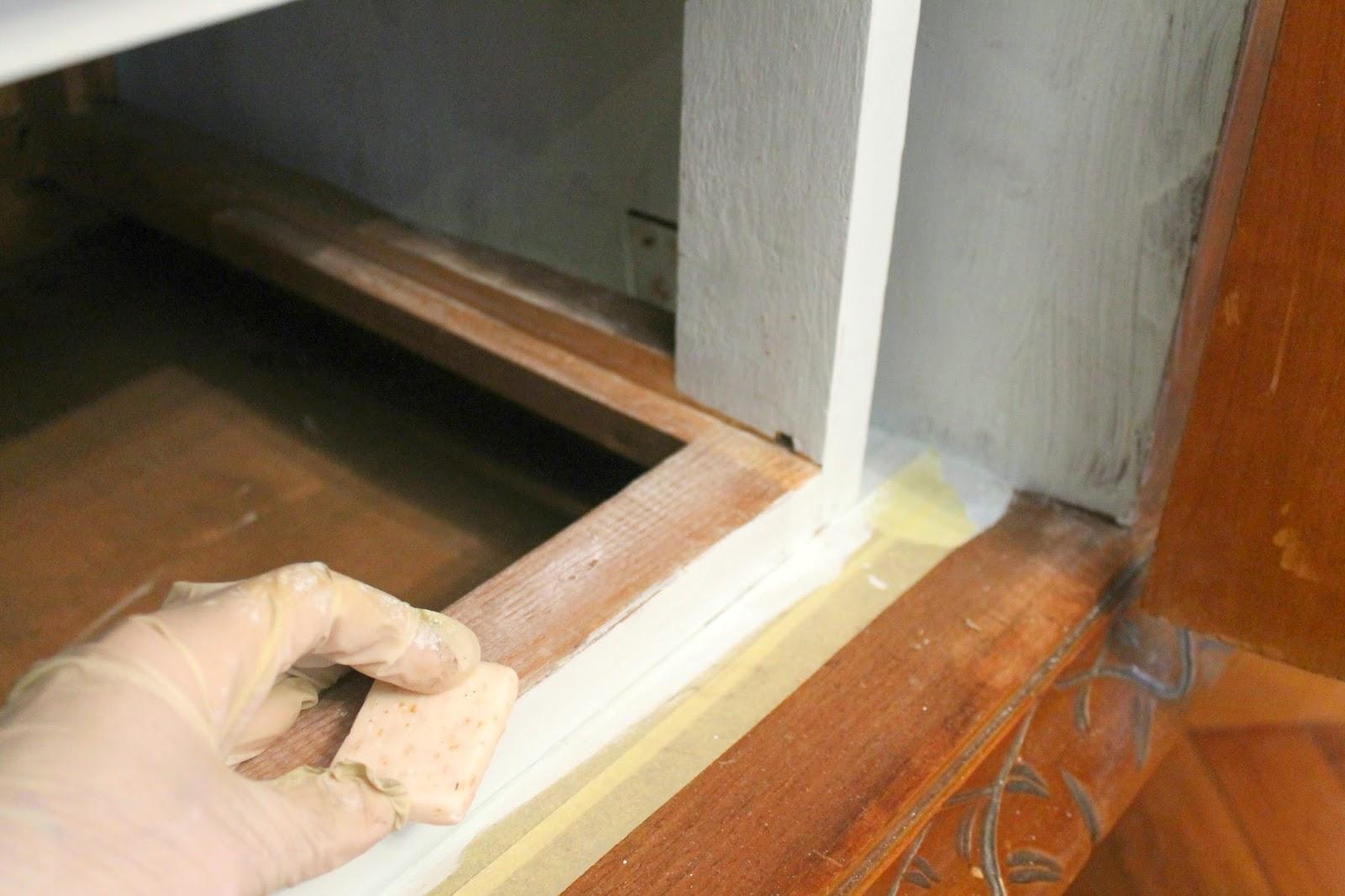 Good passate dove necessario un pezzo di sapone sfregando bene per risolvere with come - Verniciare una porta in legno ...