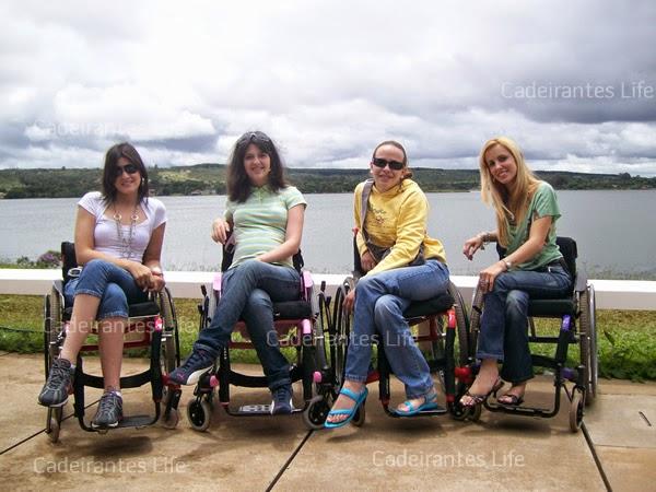 Debora Haupt com amigas cadeirantes