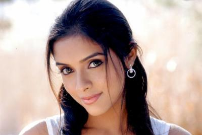 Tamil Actress Asin.Hot And Cute Girl Showing Her Armpit 1