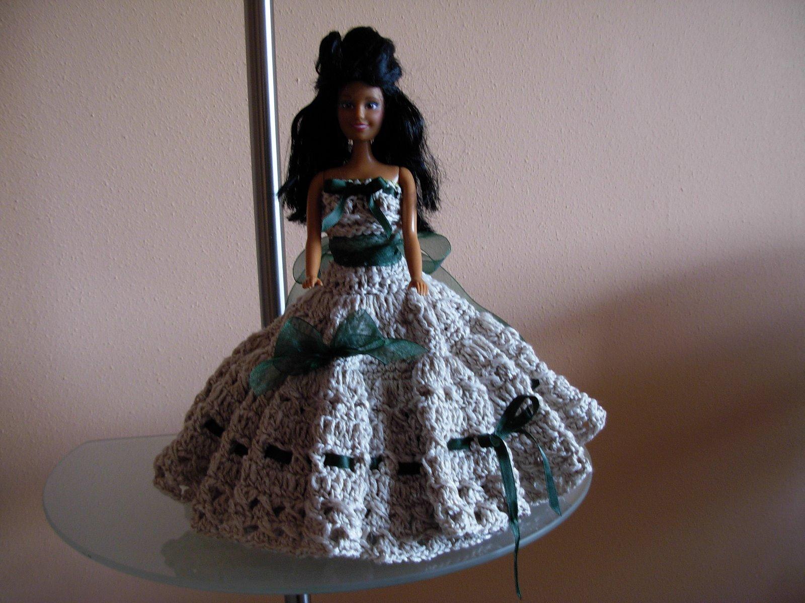 Vestidos de muñecas confeccionados con Lana e Hilo de Algodón.