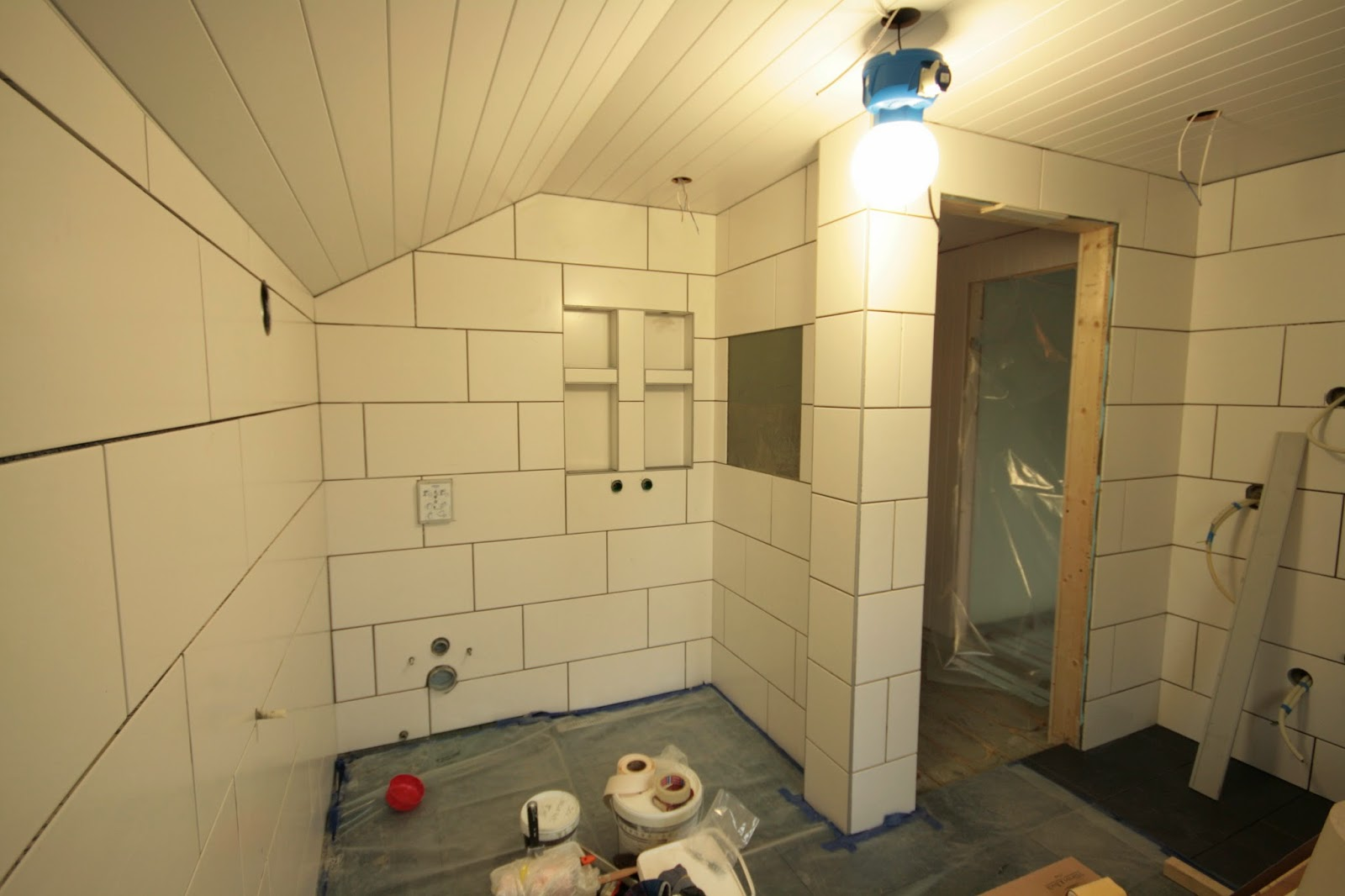 Villa holt engelstad: fliser på bad og pynt utvendig