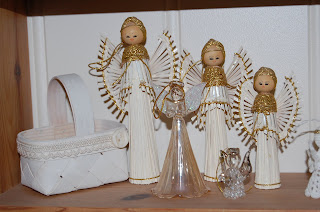 änglar med vitmålad korg