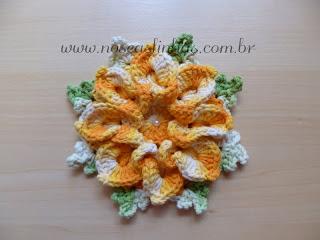 flor bico de papagaio em croche para confecção de tapetes