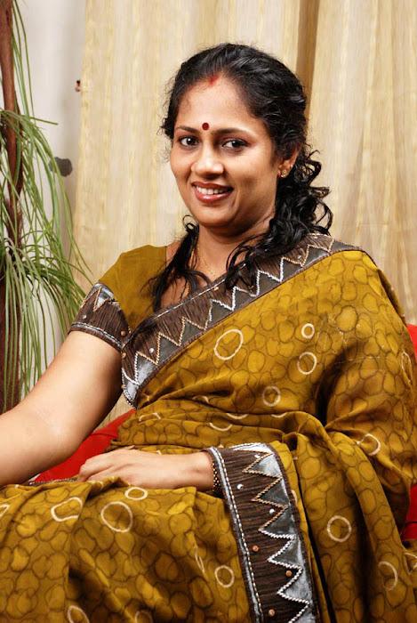 lakshmi ramakrishnan old aunty glamour  images